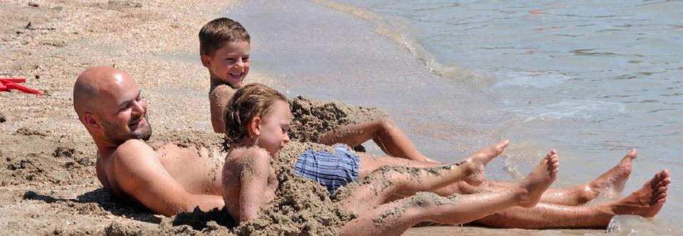 Pláž s modrou vlajkou a výhodné apartmány v Zatone