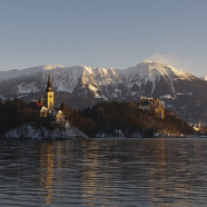 Bled láka na Bledské jazero – symbol Slovinska