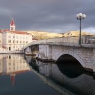 Pamiatky, pláže a apartmány v starobylom Trogire
