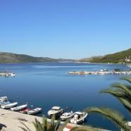 Romantické zátoky v letovisku Seget Vranjica pri Splite