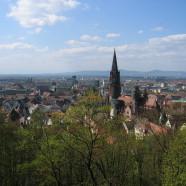 Moderný Freiburg so starobylými pamiatkami